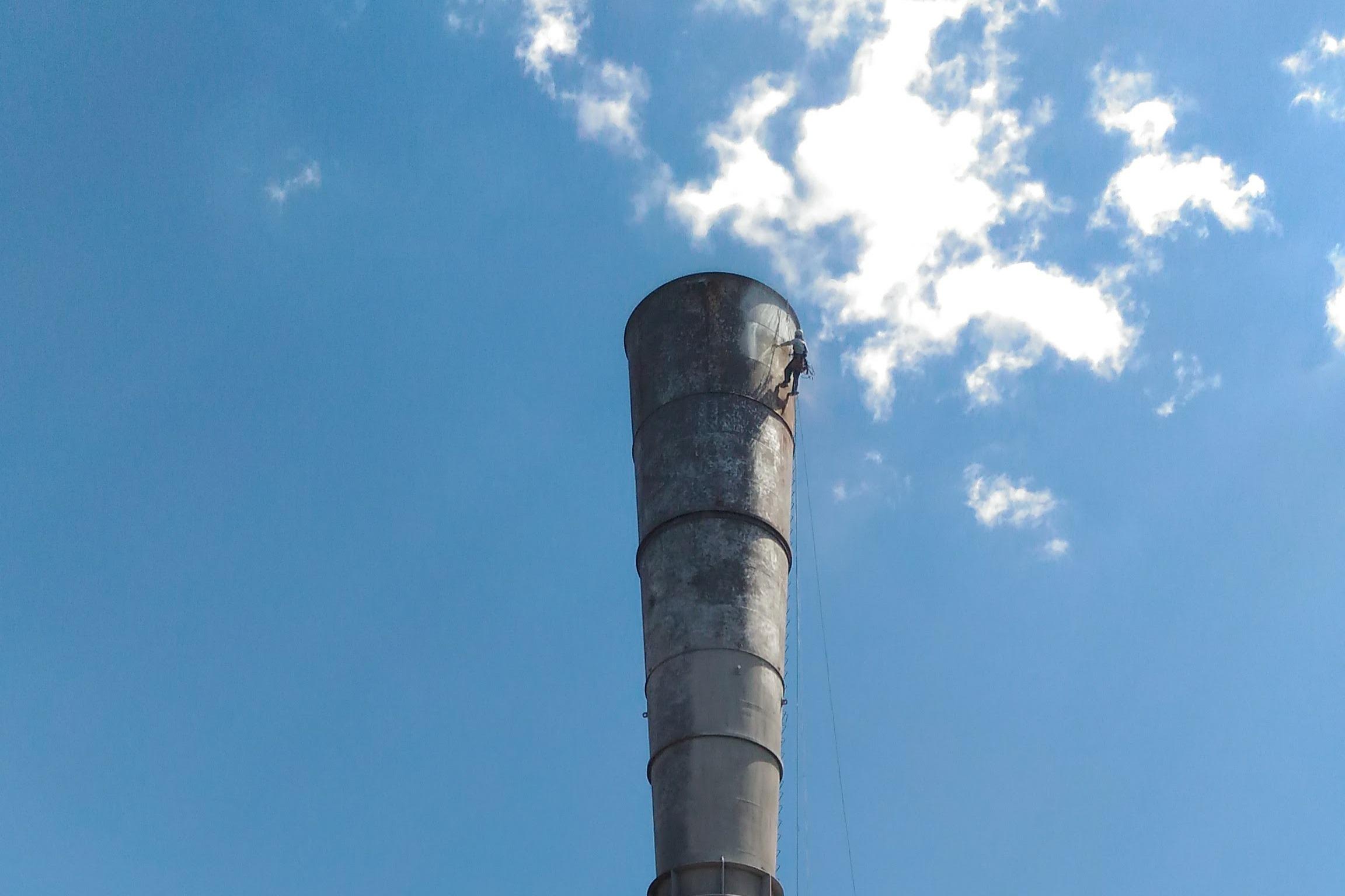 Антикоррозийная защита горячей дымовой трубы (150-200 град.С) Лебединского ГОКа материалами PPG HI-TEMP 1027